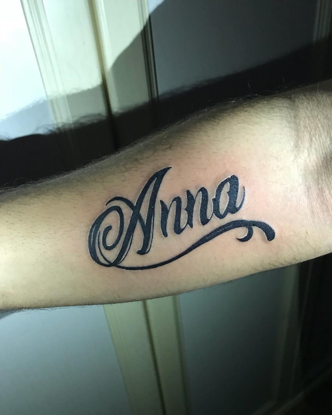 仰先生小臂简单英文字母纹身图案图片