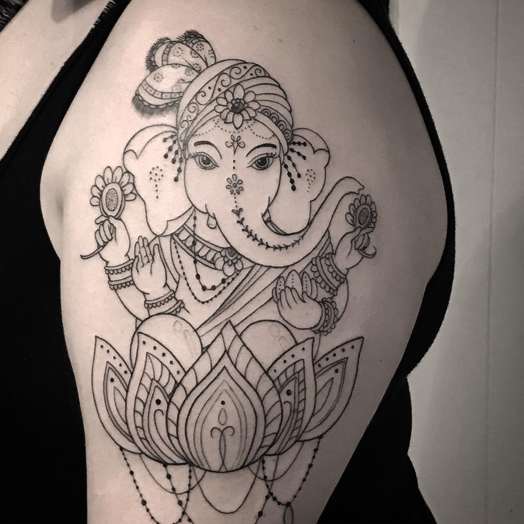 做基金经理的益小姐大臂莲花象神纹身图案